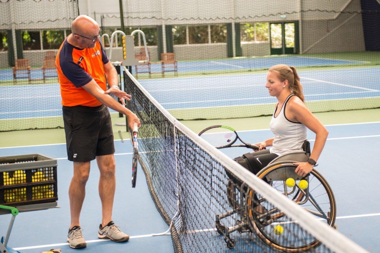 neįgaliųjų teniso treneris